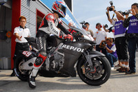 Hondas_800cc_v4_motogp_bike_breaks_cover