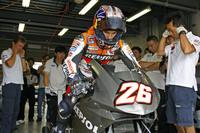 Hondas_800cc_v4_motogp_bike_breaks_cover_9